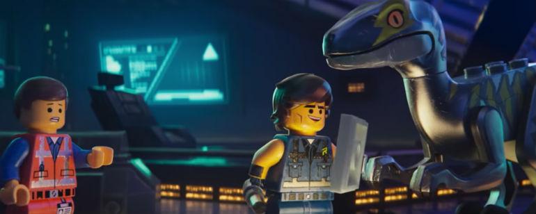 Uma Aventura Lego 2: Emmet com dinossauro